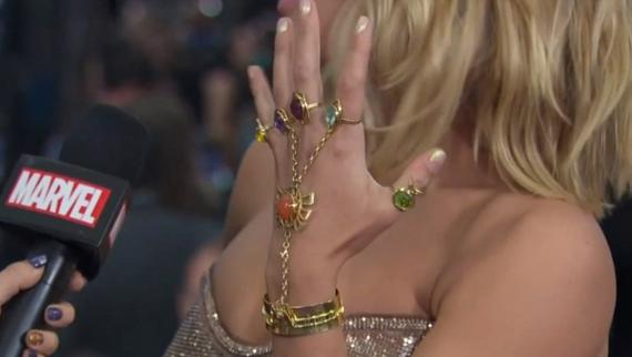 5329ea3aef67 Scarlett Johansson luce joyas inspiradas en Los Vengadores - Mendoza ...