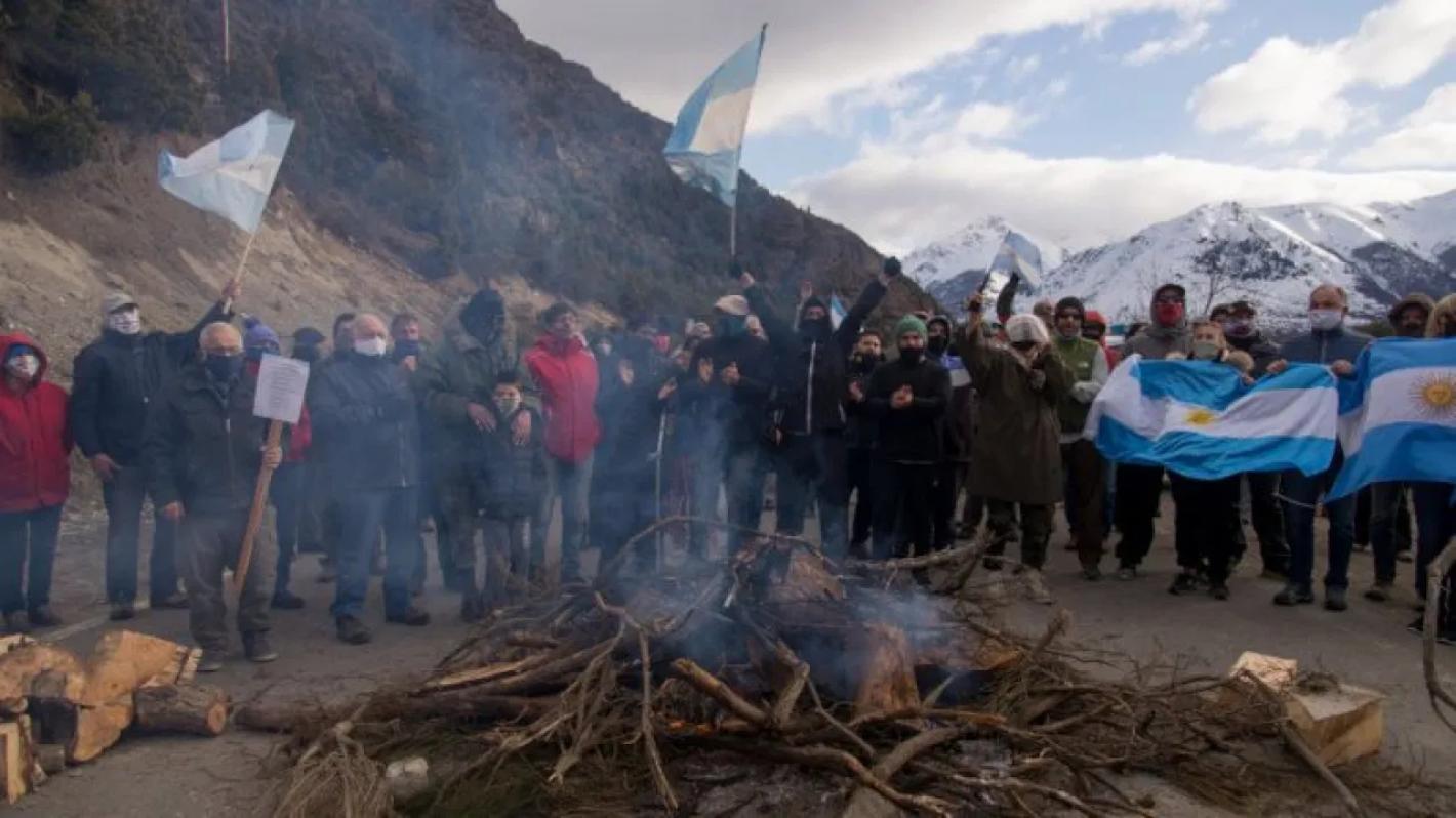 """Necesitan un hogar"""": Del Caño defendió la toma ilegal de tierras - Mendoza  Post"""