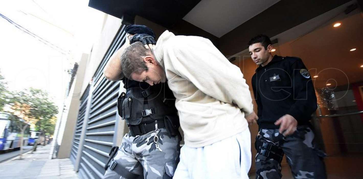 Desplazaron al jefe de la cárcel donde se suicidó el padrastro de ...