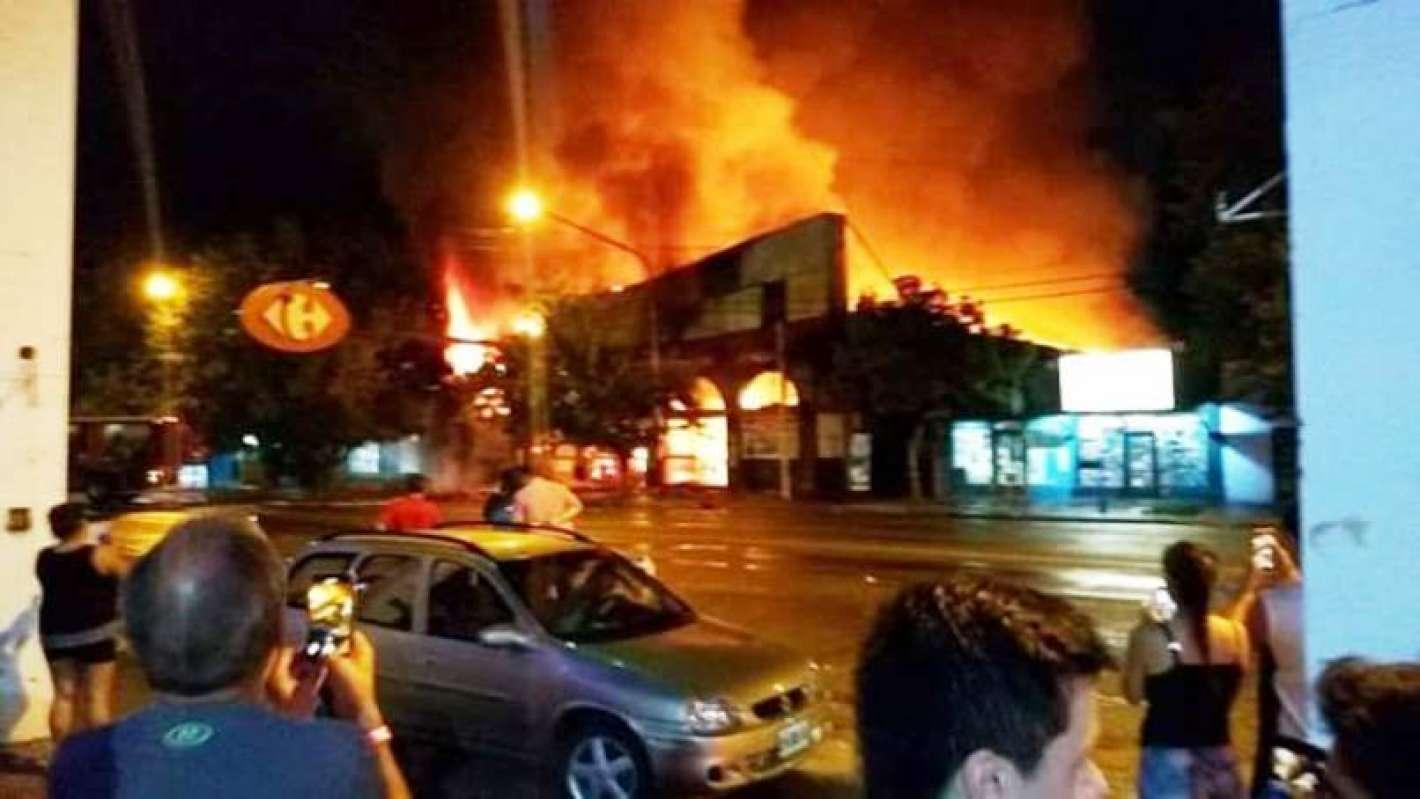 Resultado de imagen para incendio carrefour tunuyán