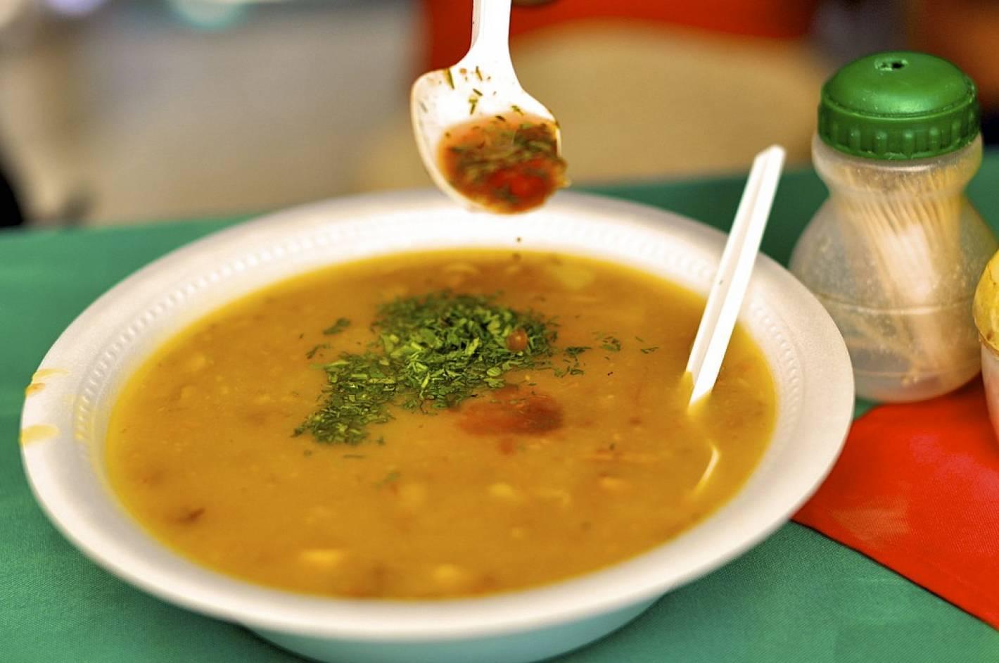 C mo preparar la mejor sopa del mundo mendoza post for Mejor sofa del mundo