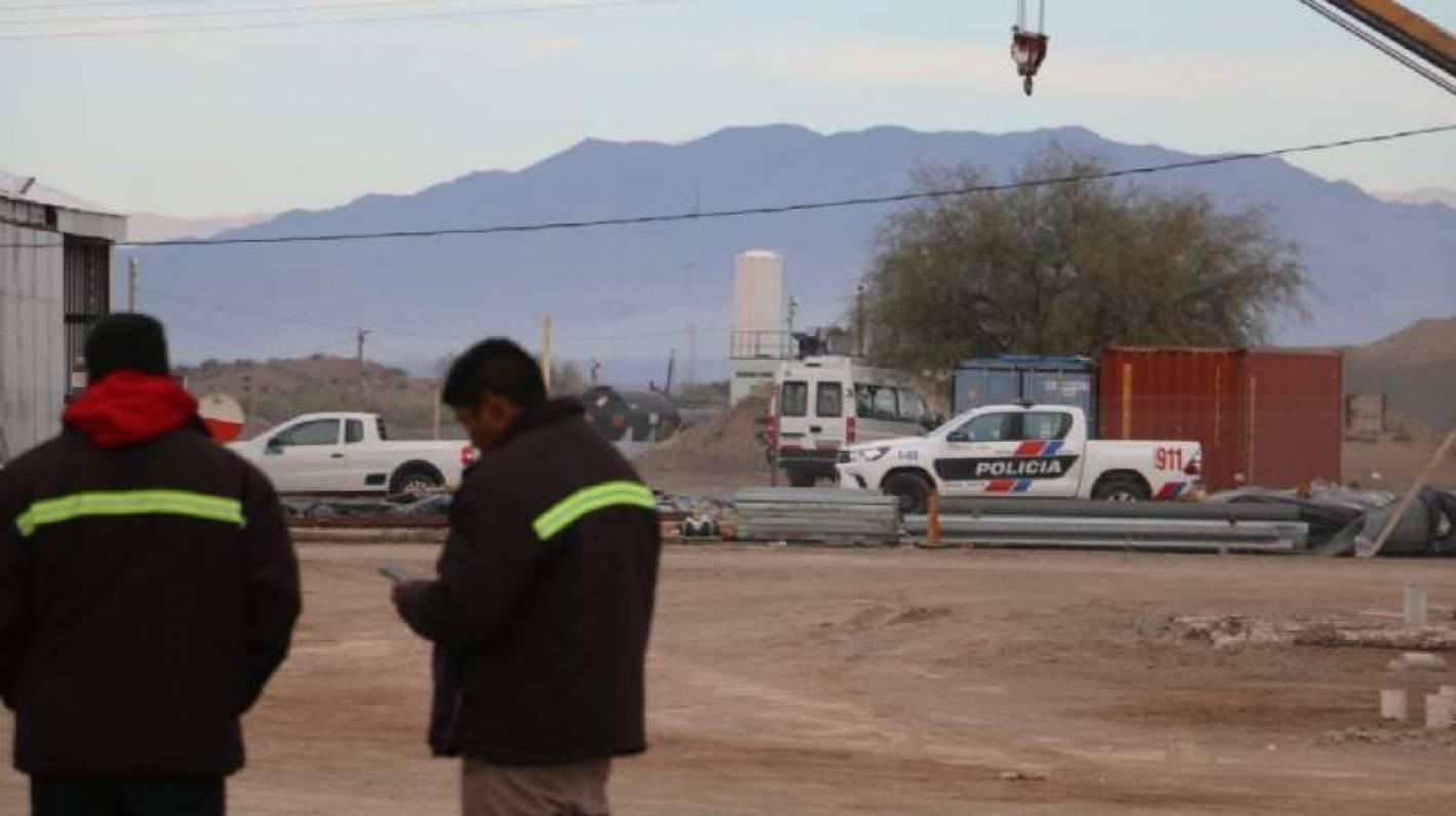 8863ca8d1df3 El hecho se produjo al costado de la ruta 40 y los ladrones huyeron con el  botín a Mendoza.